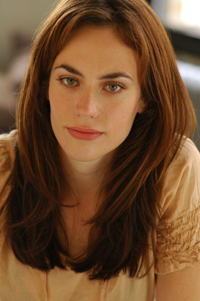 Maggie Siff, celebrated actress known for her work in Mad Men and Sons of Anarchy as well as for her prestigious career in the theatre, returns to the ... - Siff_Maggie-pic